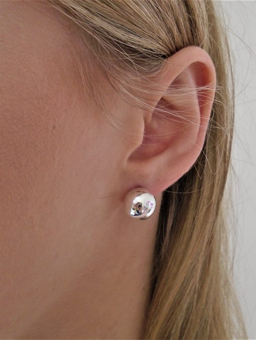 12mm silver pearl ball earring lobe